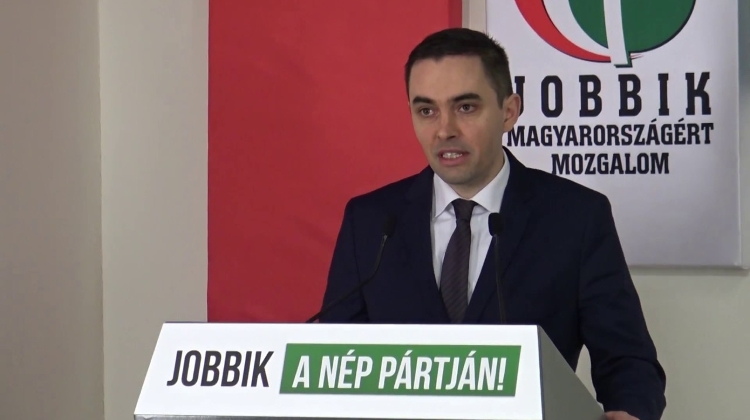 Jobbik Launches Campaign For Men's Early Retirement