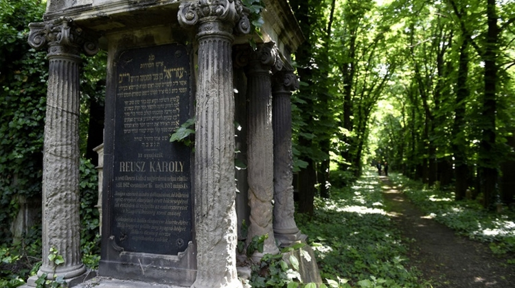 US Foundation Praises Hungary Efforts To Preserve Jewish Cemeteries