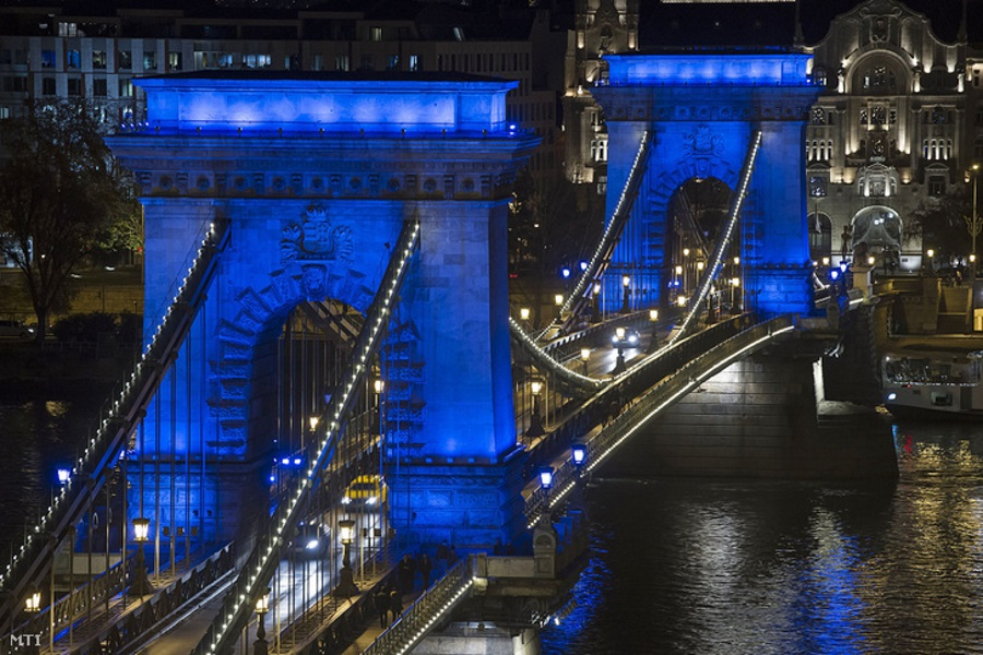 Why Is Budapest's Chain Bridge Turning Blue & White?