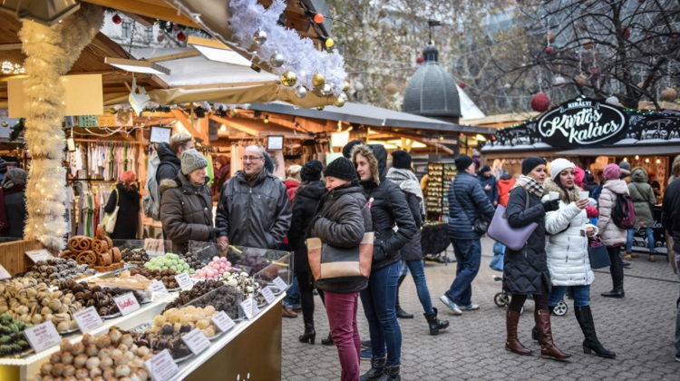 Advent & Christmas Fair, Vörösmarty Square, 9 November – 1 January
