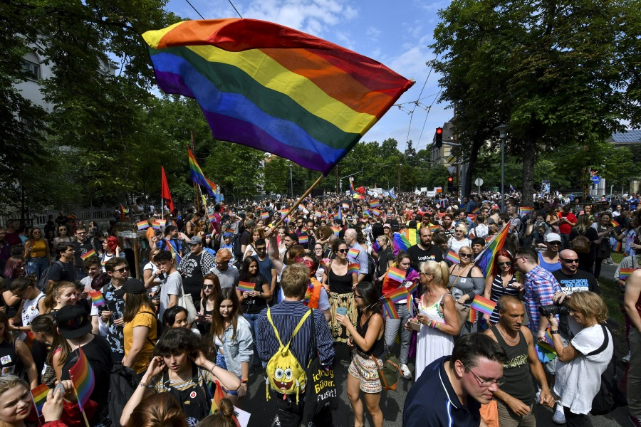 Video: 23rd Budapest Pride March Held Peacefully, Despite Counter-Protests