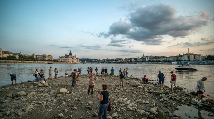 Photos: Lowest Water Levels Recorded On Danube