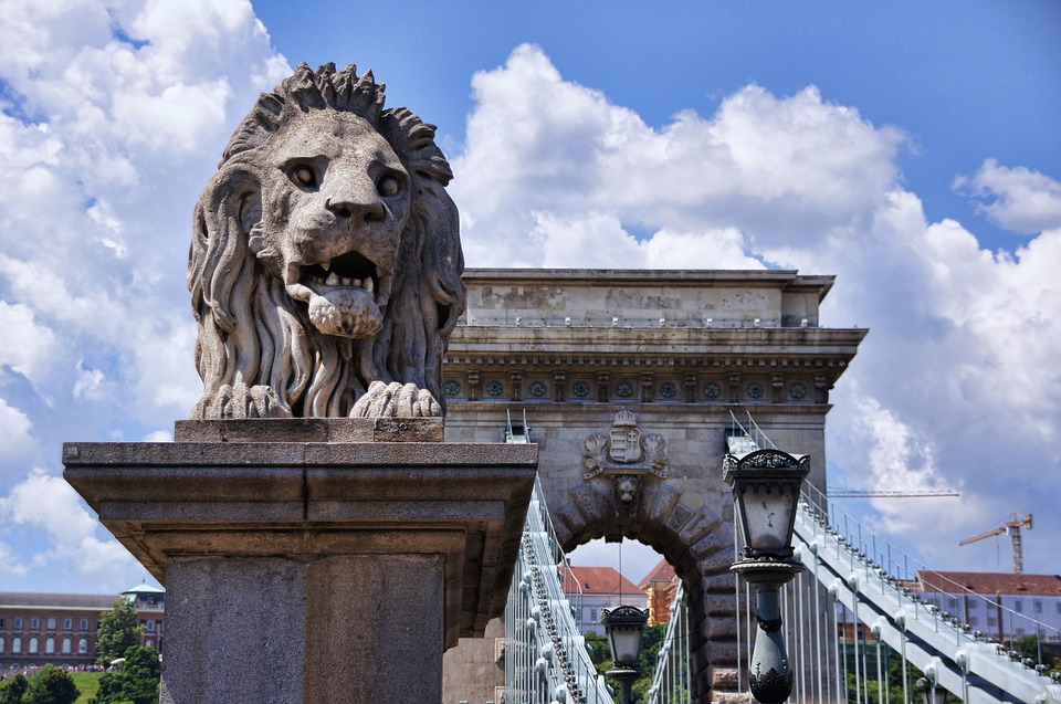 Gov't To Help Budapest Fund Chain Bridge Renovation