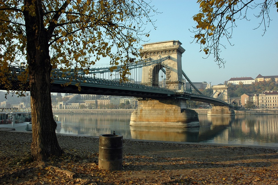 Budapest Chain Bridge Refurbishment To Take 18 Months