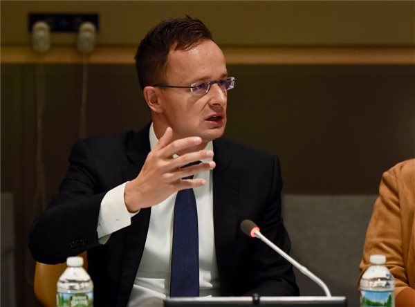 Szijjártó Calls For Involving Youth In Peace Mediation Efforts