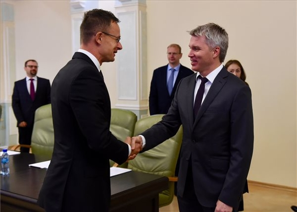 Coop With Russia In Hungary's Economic & Security Interest