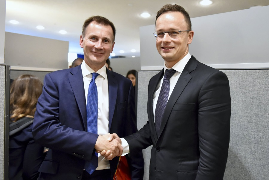FM Szijjártó Urges 'Deep, Comprehensive' EU-UK Post-Brexit Agreement
