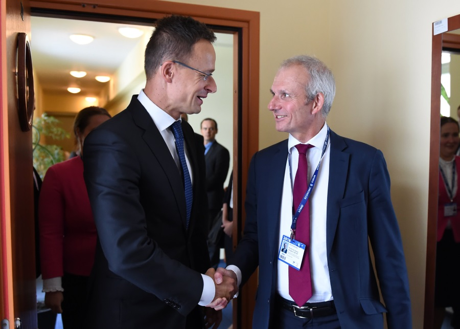 FM Szijjártó Discusses Brexit With UK Cabinet Office Minister