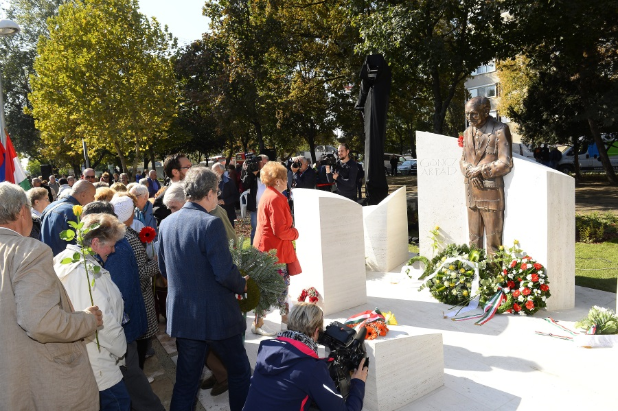 Statue Of 1st Post-Communist President Unveiled In Budapest