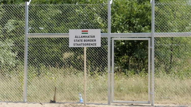 Company With Fidesz Ties Signs €20 Million Contract For Operating 'Smart' Border Fence