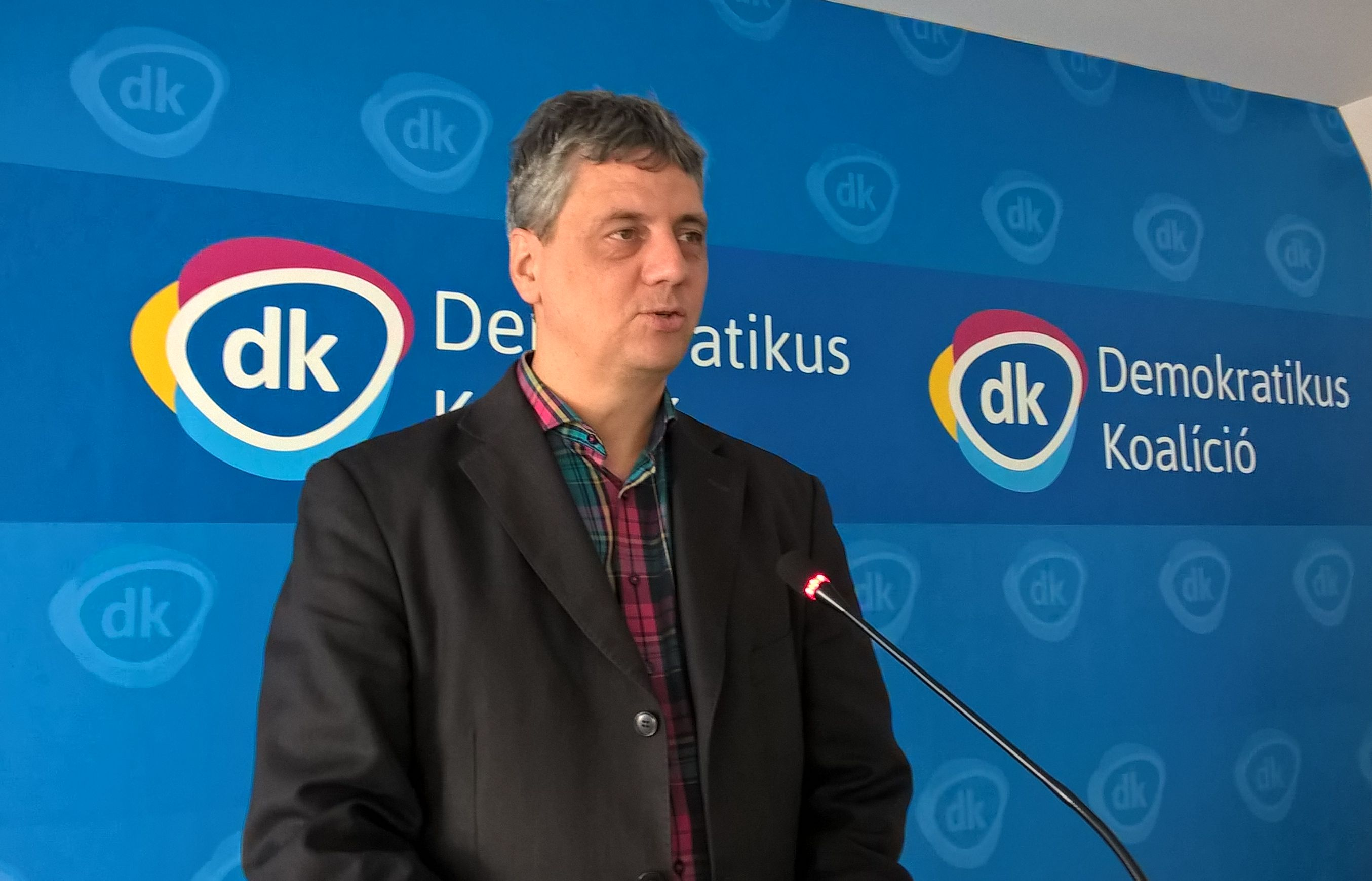 DK Wants Distribution Of Fake News By Hungarian Govt To Become Criminal Act