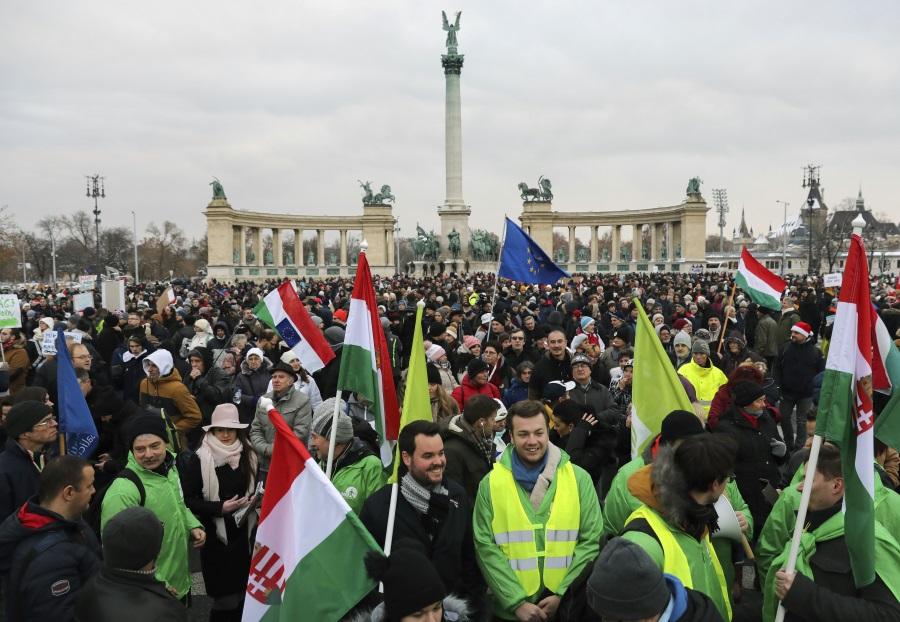 Deutsche Welle Video: 'Slave Law' Fuels Opposition To Hungary's Gov't