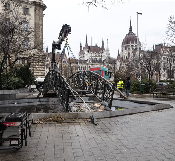 Demo Staged In Budapest Against Removal Of Imre Nagy Memorial