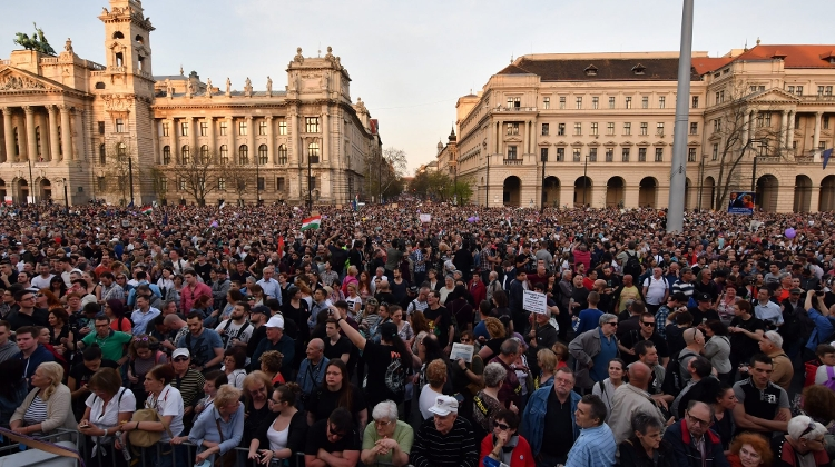 Video: 100,000+ Protest In Budapest