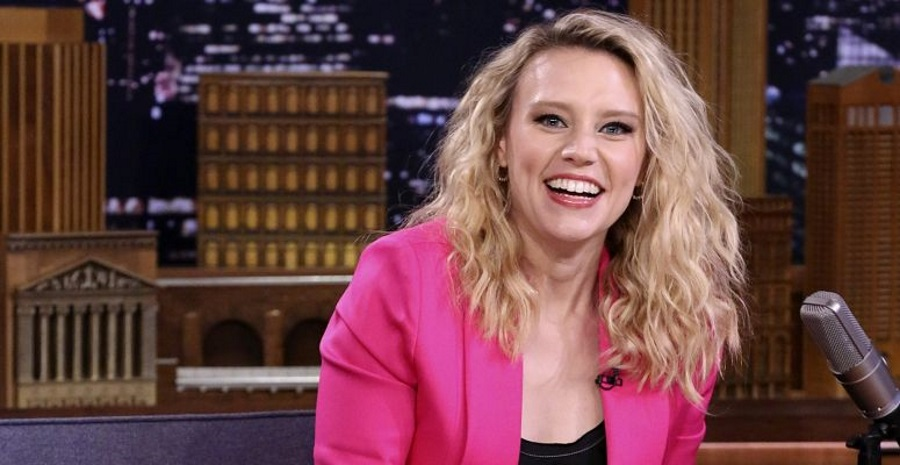 Video: Kate McKinnon Drops Flawless Hungarian Rap On Jimmy Fallon Show