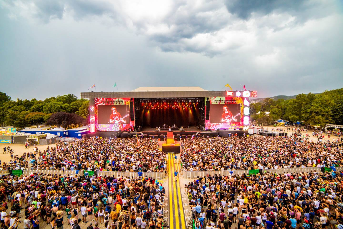 565,000+ Attend Love Revolution @ Sziget