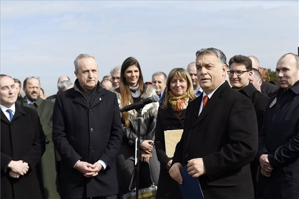 Orbán: Accommodating Migrants Would Ruin Hungary's Finances