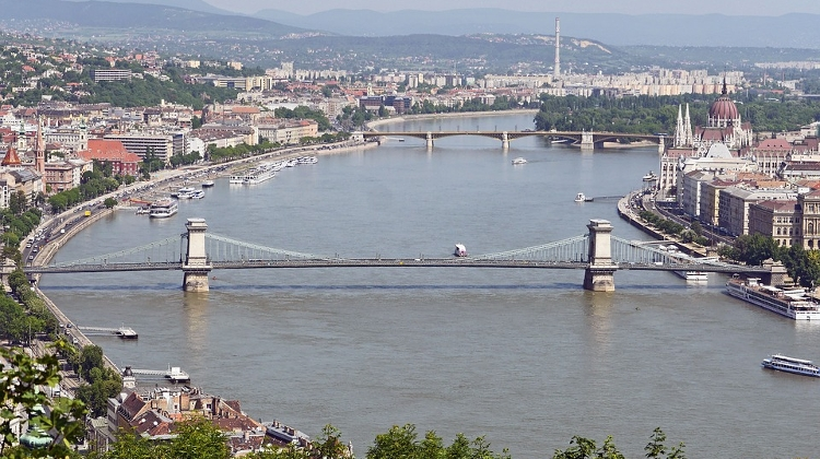 Bomb Closes Budapest Streets