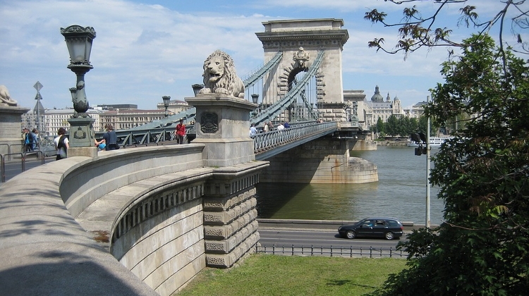 Budapest Chain Bridge To Close For Friday Night