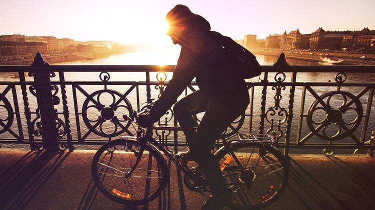 Video  Budapest Biking Increasingly Popular - XpatLoop.com 1f0ee972dc