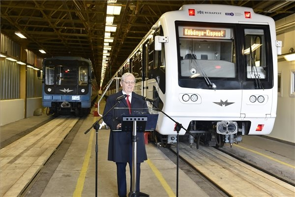 Tarlós: Upgrade Of Metro 3 Trains Nearly Complete