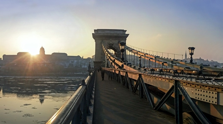 Four Companies To Bid For Budapest Chain Bridge Renovation