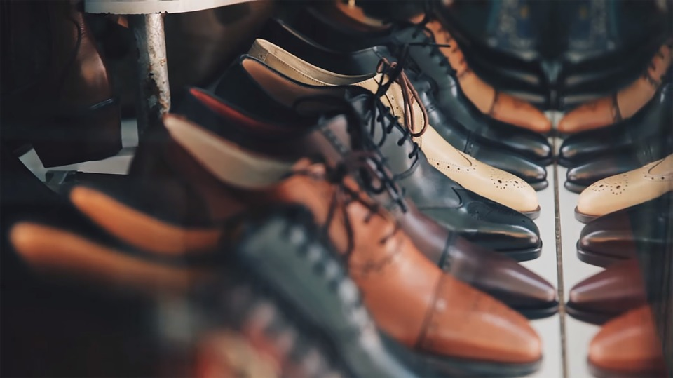 Video: One Of The Best Shoemakers In Budapest