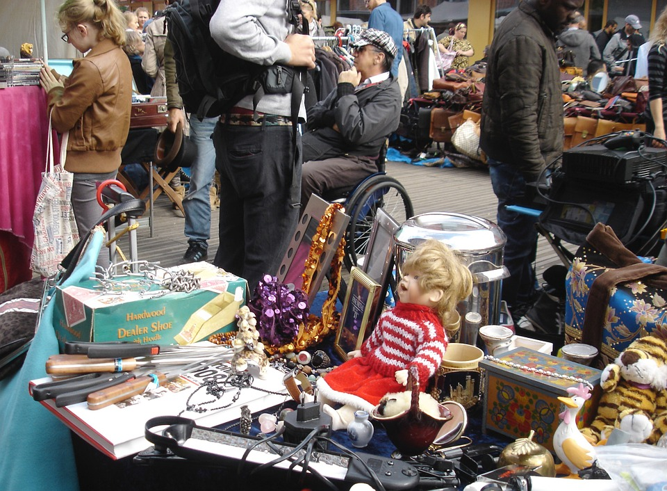 Second-Hand Shopping Market Protects Environment