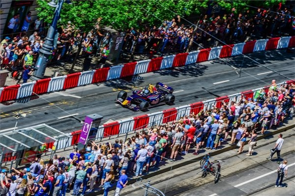 Video: Budapest Burnouts With Max Verstappen