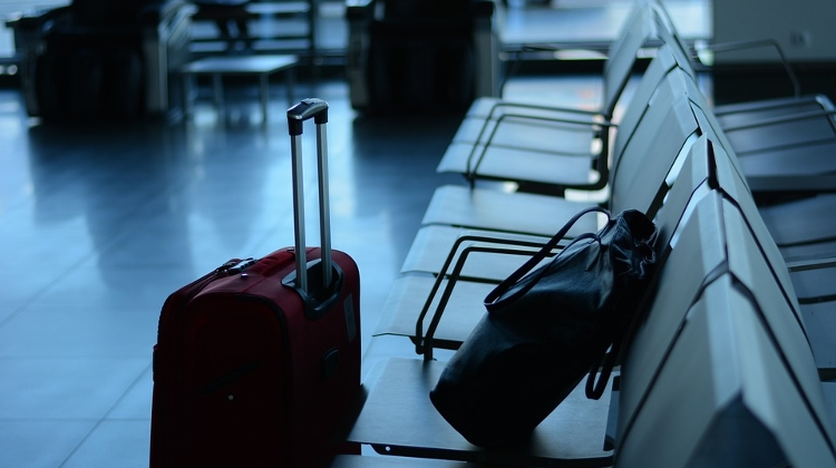 Baggage Handlers At Liszt Ferenc Airport Accused Of Removing Valuables From Luggage