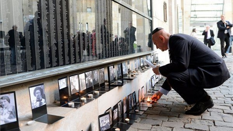 Video: Quick Look Around Holocaust Memorial Center In Budapest