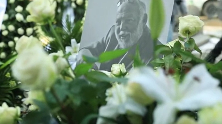 Video: Movie & Political Elite Attend Vajna Funeral