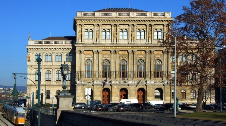 Hungarian Opinion: Dispute Over Academy Of Sciences Rolls On