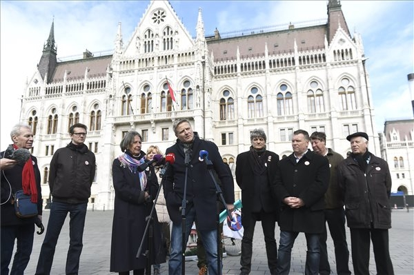 Thousands Join Public Workers' Union Strike In Hungary
