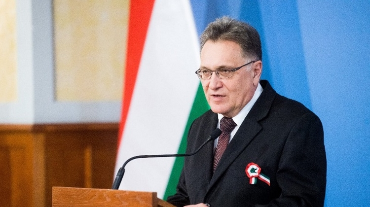 Fidesz Calls On Gödöllő Mayor To Reveal 'Secret Migration Pact'