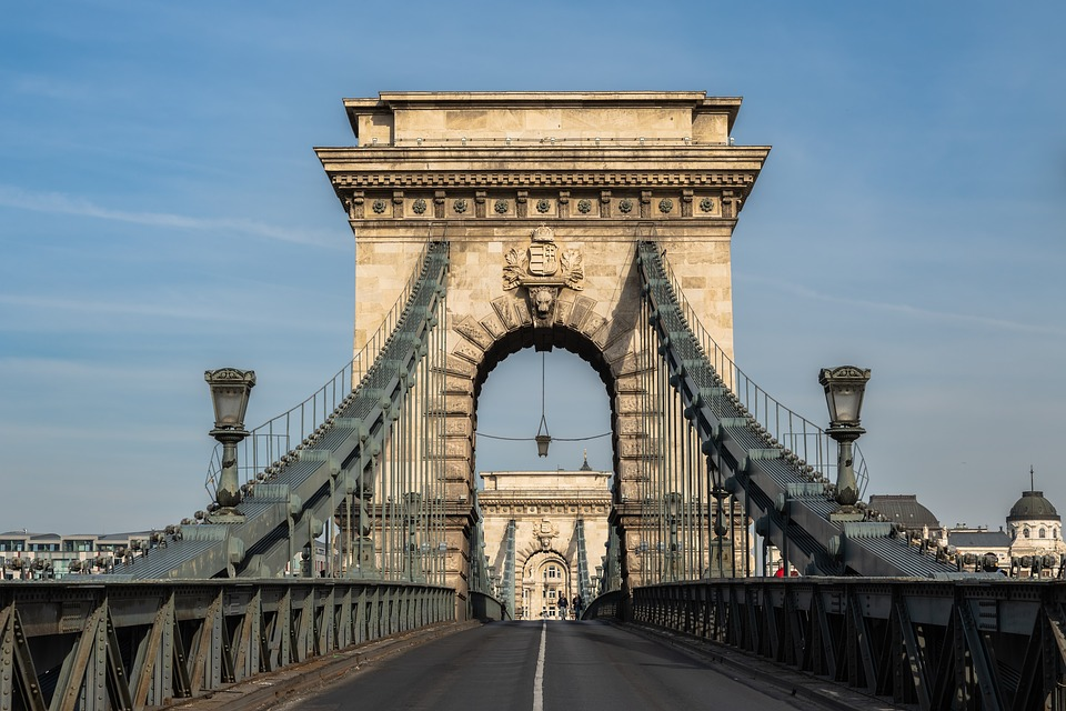 Gov't Cuts Funding For Budapest Chain Bridge