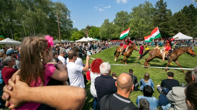 Hungarian Opinion: May 1 Celebrations Without Critical Mass
