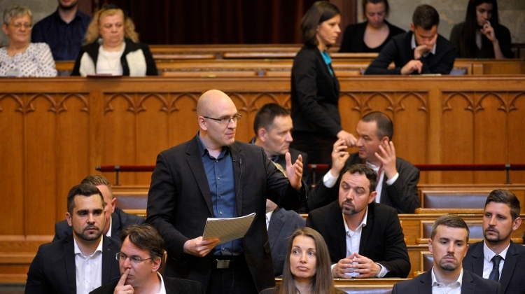 Opposition Jobbik Demands Zero Tolerance Against All Forms Of Immigration
