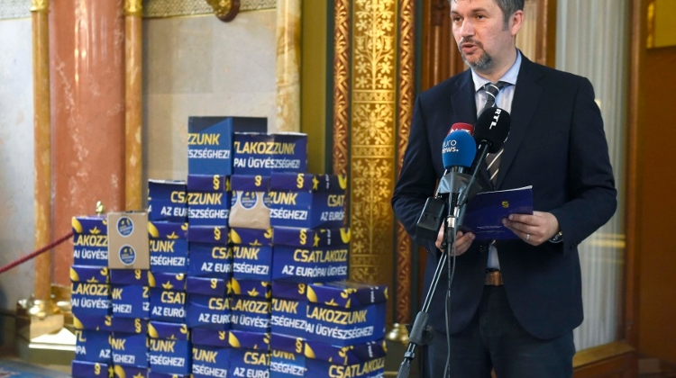 Opposition Collects 680,000 Signatures Backing European Prosecutor Initiative