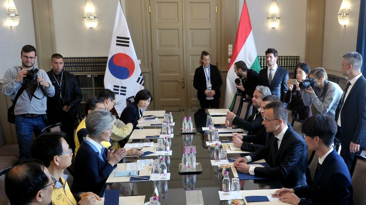 Hungarian FM & South Korean Counterpart Discuss Rescue Operations