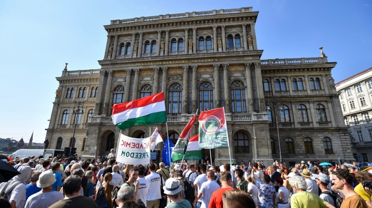 Hungary Controversially Splits Research Institutions From Academy of Sciences