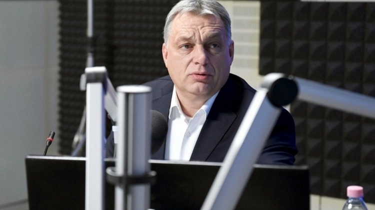 Hungarian PM Orbán On Cheap Flight, No Bodyguards