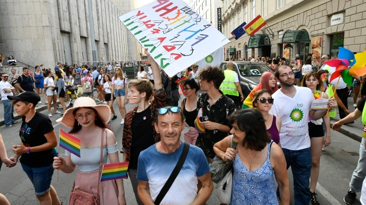 Video: Pride March Held In Budapest - Crowd Marked International Kissing Day