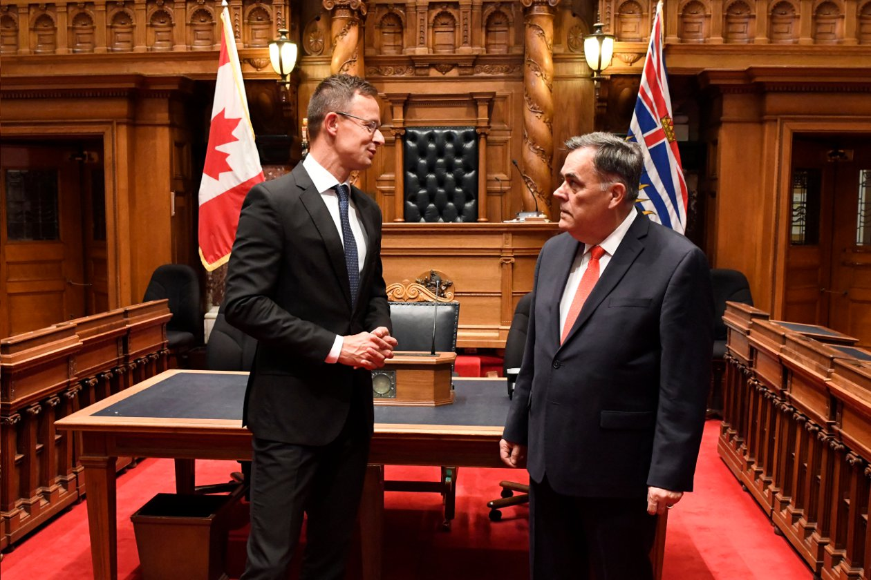 Szijjártó Opens Hungarian Diplomatic Mission In Vancouver