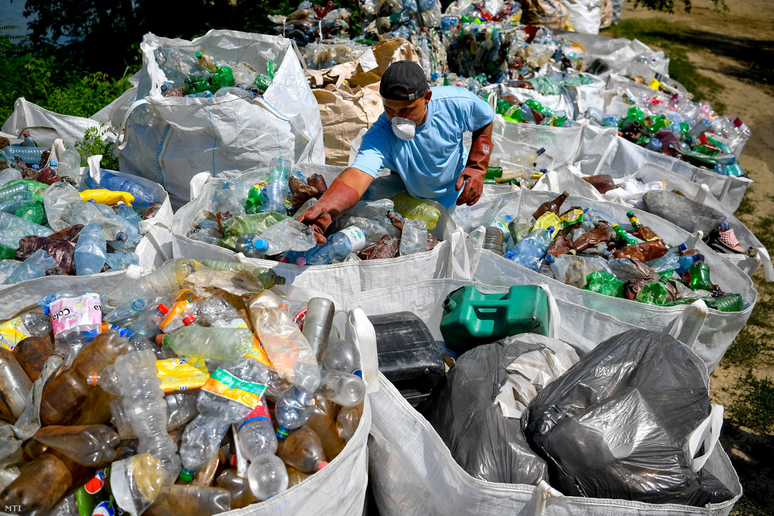 Tons Of Litter In Tisza Cleared By Volunteers In Plastic Bottle Boats