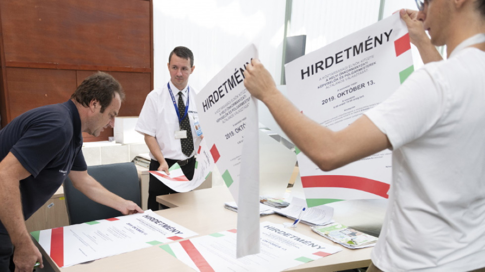 Hungarian Opinion: Weeklies On The Coming Municipal Elections