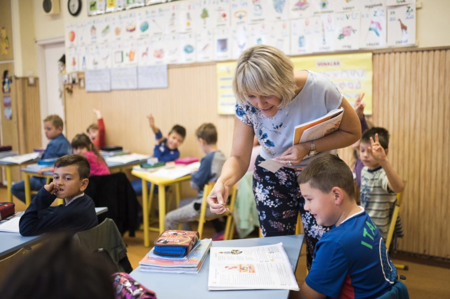 Teacher Shortage 'Threatens Entire Hungarian Education System' Says Opposition