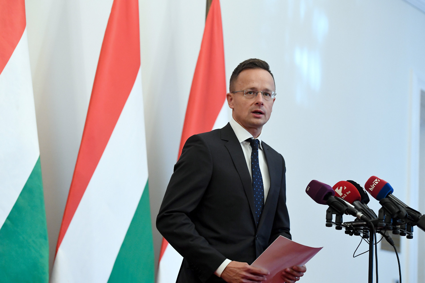 FM: Hungary Will Defend Borders Despite Italy's Decision