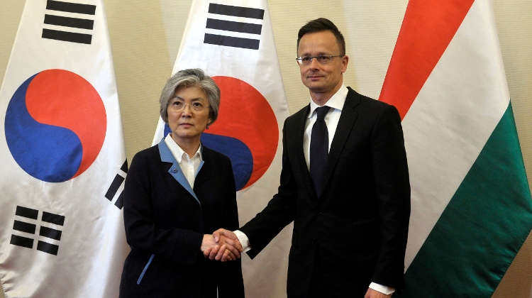 Hungarian Foreign Minister, South Korean Counterpart Discuss Ship Collision