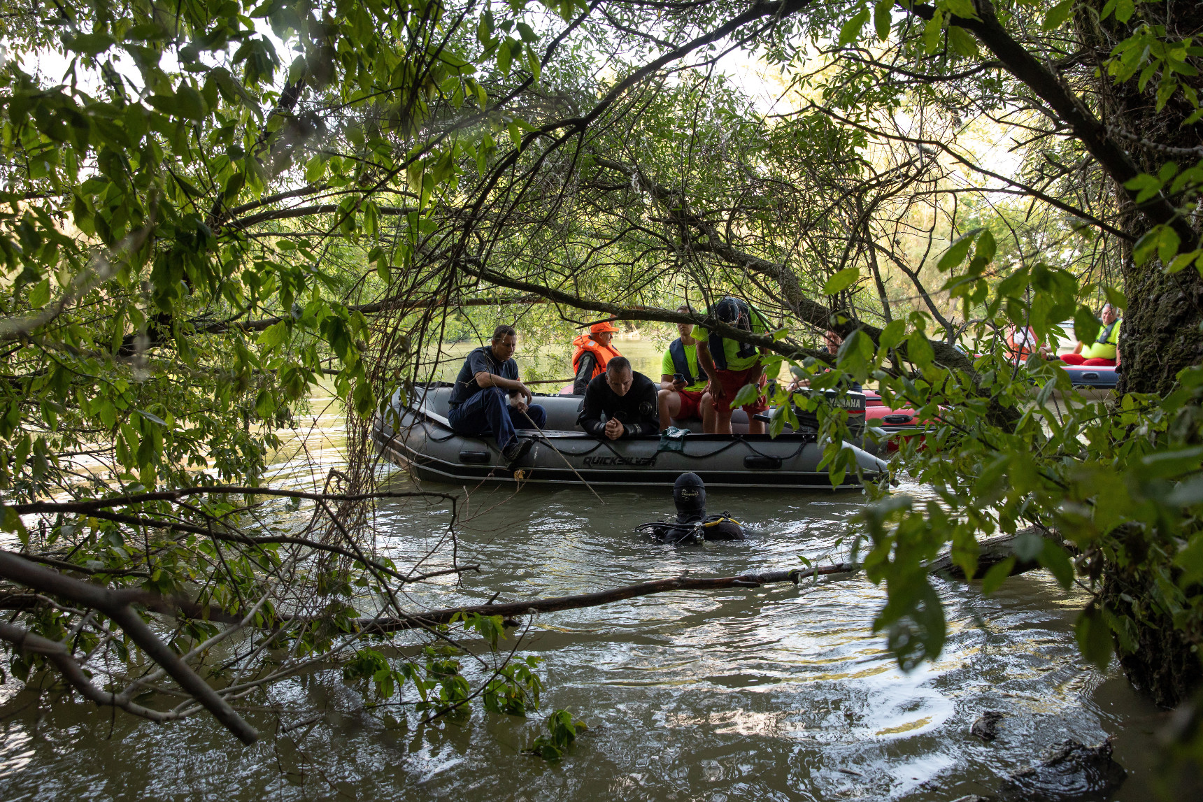 Video: Hungarian Police Search For Missing Hableány Passengers With 15 Boats